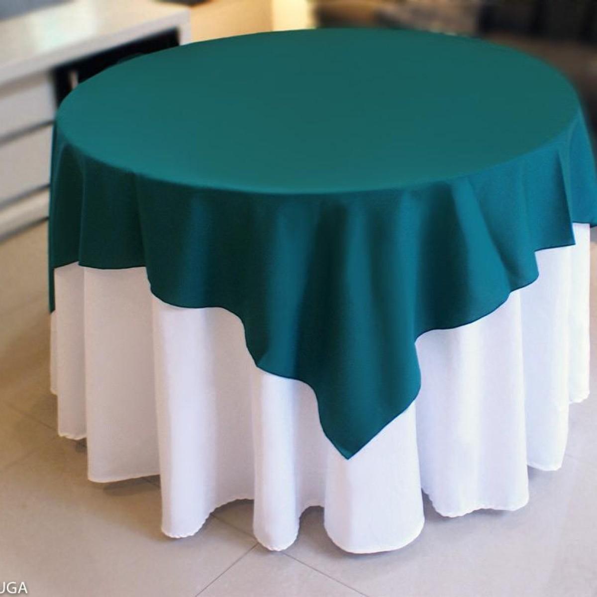 Detalhes do produto Aluguel de toalha redonda branca com cobre mancha verde