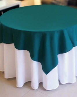 Aluguel de toalha redonda branca com cobre mancha verde