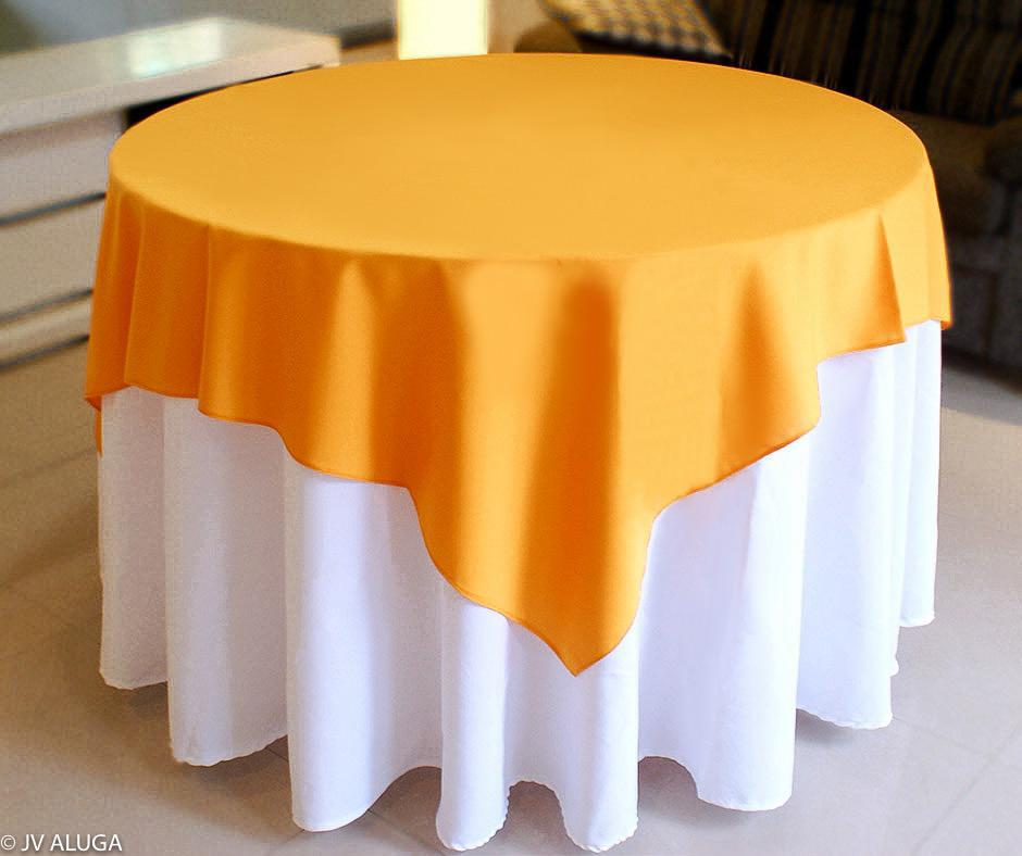 Detalhes do produto Aluguel de toalha redonda branca com cobre mancha laranja